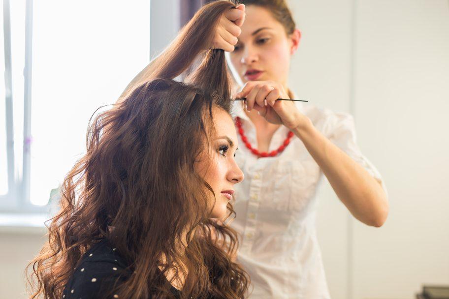 Pose d'extension de cheveux naturels clips
